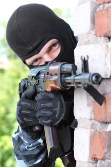 Free Armed Soldier In Black Mask Targeting With A Gun Stock Photo - 20921230