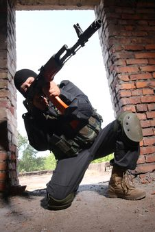 Free Armed Soldier In Black Mask Targeting With A Gun Stock Photo - 20921500