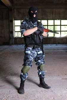 Free Armed Soldier In Black Mask Hodling A Gun Royalty Free Stock Photography - 20921757