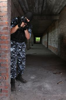 Free Armed Soldier In Black Mask Targeting With A Gun Stock Photos - 20921783