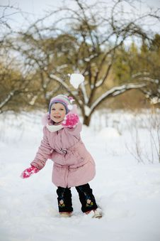 Free Little Girl Playing Snowballs Stock Images - 20922274