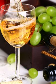 Free Pouring Wine Intro The Glass Royalty Free Stock Photo - 20922955