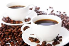 Free Coffee Beans With White Cups Royalty Free Stock Photos - 20923318