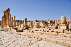 Free The Cardo Colonnaded Street, Jerash Royalty Free Stock Photos - 20927058