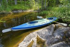 Free Canoe On Shore Of Lake In Wilderness Royalty Free Stock Image - 20929026