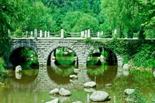 A Stone Bridge In Park Royalty Free Stock Photos