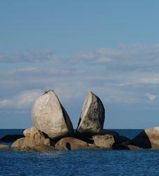 Free Split Apple Rock Royalty Free Stock Images - 20940279