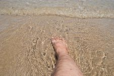 Free Foot In Water Royalty Free Stock Photo - 20941965