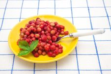 Free Red Strawberries On A Plate With Spoon Stock Photography - 20943752