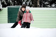 Free Winter Portrait Of Young Mother And Daughter Royalty Free Stock Image - 20944156