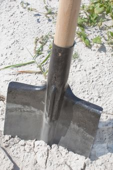 Free New Shovel In A Sand, Close Up Royalty Free Stock Images - 20945379