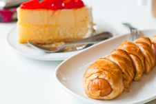 Free Strawberry Cheesecake And Croissant2 Stock Photography - 20945532
