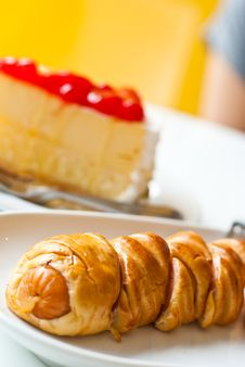 Free Strawberry Cheesecake And Croissant4 Royalty Free Stock Image - 20945576
