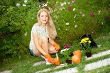 Free Young Woman Gardening Royalty Free Stock Images - 20946719