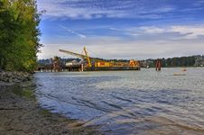 Free Crane Vessel On Fraser River Royalty Free Stock Images - 20948839