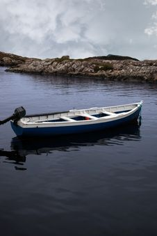 Free Fishing Boat In A Sheltered Bay Royalty Free Stock Photo - 20951005