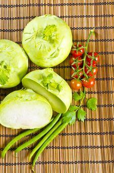 Free Kohlrabi, Tomatoes And Young Peas Stock Photo - 20955910