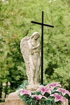 Free Graveyard Monument: Angel And Cross Stock Images - 20961154