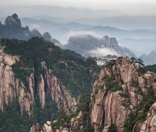 Huangshan Mountain And Chinese Style House Royalty Free Stock Image
