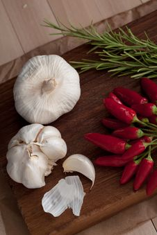 Free Garlic, Hot Pepper And Rosemary Royalty Free Stock Image - 20964586
