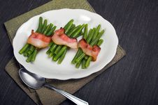 Free Green Beans Wrapped In Bacon Royalty Free Stock Photos - 20970068