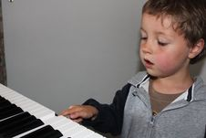 Free Child Learning To Play Piano Royalty Free Stock Photos - 20971358