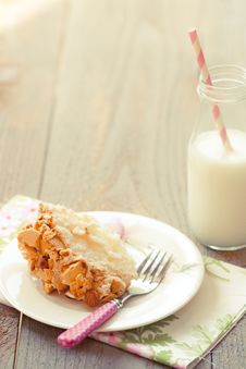 Free Almond Crunch Cake With Milk Stock Photography - 20971412