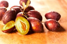 Free Fresh Plums Royalty Free Stock Photo - 20974475