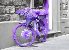 Free A Bicycle Wrapped In Purple Fabric Royalty Free Stock Photo - 20977355