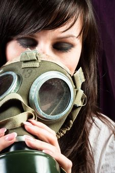 Free Beautiful Girl Is Holding An Old Gasmask Royalty Free Stock Images - 20977759