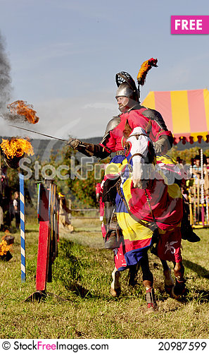 Free Medieval Knight On Horseback Royalty Free Stock Images - 20987599