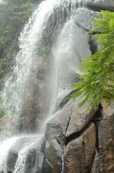 Free A Waterfall Pouring Down On Stones Royalty Free Stock Images - 20980339