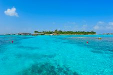 Free Maldives Island With Blue Sea Stock Photography - 20981912