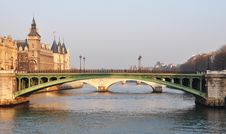 Free Notre-Dame Bridge And The Conciergerie In Paris Royalty Free Stock Photography - 20981967