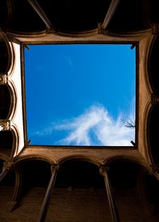Free The Sky Viewed From A Romanesque Cloister Stock Photography - 20983712
