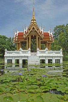 Free Thai-style Pavilion, Water. Stock Images - 20985474