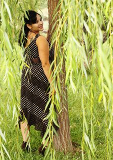 Free Portrait Of Pretty Woman Under Weeping Willow Royalty Free Stock Image - 20985726