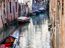 Free Canal, Gondola, Boats In Venice Stock Image - 20987471
