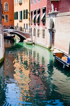Free Canal, Boats And Bridge In Venice Stock Photography - 20987472
