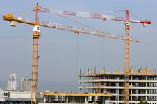 Free Building Crane And Building Under Construction Royalty Free Stock Photography - 20990097