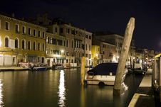 Free A Canal In Venice At Night Stock Image - 20991651