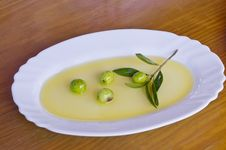 Free Olives With Olive Oil Stock Image - 20996061