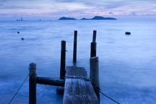 Free Wooden Pier And Ocean View In Long Exposure Royalty Free Stock Photo - 20997305