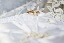 Free Gold Wedding Rings Stock Image - 20997681