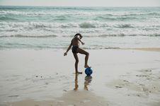 Free Boy Ball Beach2 Royalty Free Stock Photography - 211267
