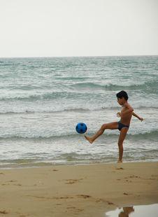 Free Boy Ball Beach3 Royalty Free Stock Image - 211276