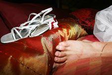 Free Bride S Feet Next To Her Wedding Shoe Royalty Free Stock Photo - 212385