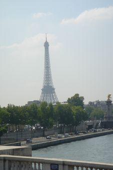Free Eiffel Tower Royalty Free Stock Image - 215006