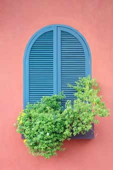 Free Classic Window On Red House Royalty Free Stock Photos - 21000988