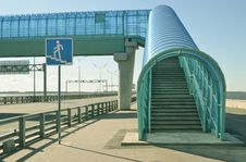 Free Elevated Pedestrian Crossing Stock Images - 21003464